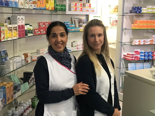 Mesdames Sepideh Nayeri, pharmacienne responsable et Candice Le Gras, pharmacienne
